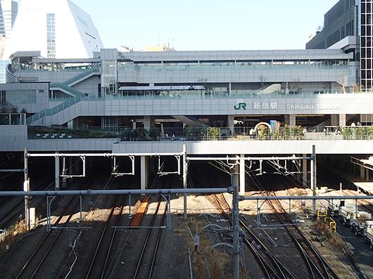 バスタ新宿(JR代々木駅側より)
