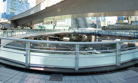 大型歩行者デッキ付け替えに挑む「渋谷デッキプロジェクト」