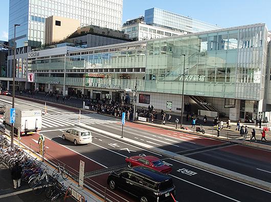 バスタ新宿(国道20号線側から)