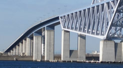 Tokyo gate bridge, a successive steel floor slab compound rigid frame box-girder bridge with three spans